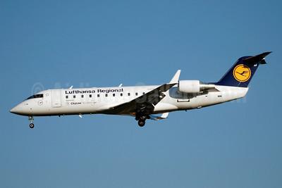 Lufthansa Regional-CityLine Bombardier CRJ200 (CL-600-2B19) D-ACJJ (msn 7298) (50 Jahre - 50 Years) GVA (Paul Denton). Image: 903571.