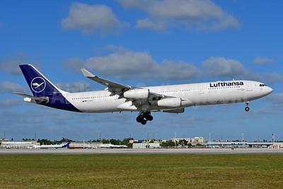 Lufthansa Airbus A340-313 D-AIGT (msn 304) MIA (Ken Petersen). Image: 948860.