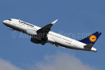 Lufthansa Airbus A320-214 WL D-AIUH (msn 6225) LHR (SPA). Image: 935550.