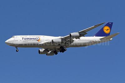 Lufthansa - Fanhansa Boeing 747-830 D-ABYO (msn 37841) IAD (Brian McDonough). Image: 923110.