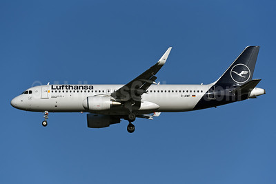 Lufthansa Airbus A320-214 WL D-AIWF (msn 8853) LHR (Rolf Wallner). Image: 948276.