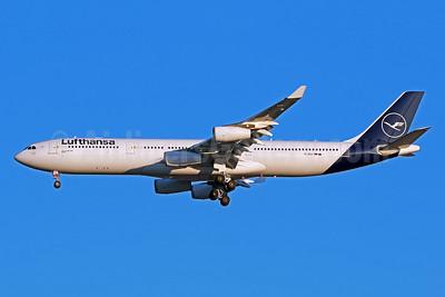 Lufthansa Airbus A340-313 D-AIGX (msn 354) IAD (Brian McDonough). Image: 952603.