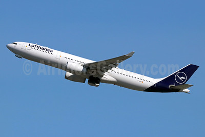 Lufthansa Airbus A330-343 D-AIKI (msn 687) SEA (Michael B. Ing). Image: 945969.