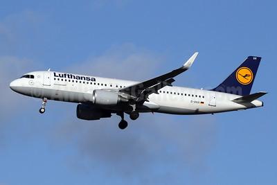 Lufthansa Airbus A320-214 WL D-AIUV (msn 7174) LHR (SPA). Image: 940987.