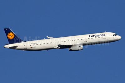Lufthansa Airbus A321-231 D-AIDO (msn 4994) LHR (SPA). Image: 935733.
