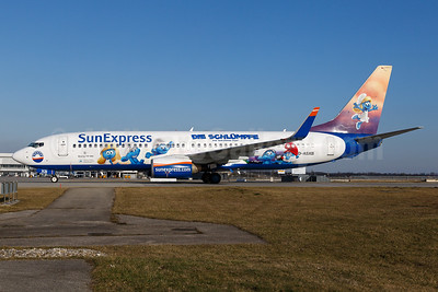 "SunExpress' 2017 ""Die Schlümpfe - das verlorene Dorf"" (Smurfs - the lost village) promotional movie livery"