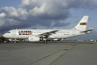 WDL Aviation (Adria Airways) Airbus A320-231 SL-AAB (msn 113) ORY (Christian Volpati Collection). Image: 950496.