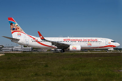 XL.com (XL Airways Germany) Boeing 737-8FH WL D-AXLD (msn 35093) (ITS-Willkommen im Urlaub-Welcome to the holiday) MUC (Arnd Wolf). Image: 906438.