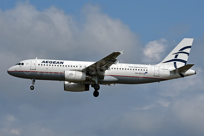 Aegean Airlines Airbus A320-232 SX-DVX (msn 3829) FRA (Jay Selman). Image: 404105.