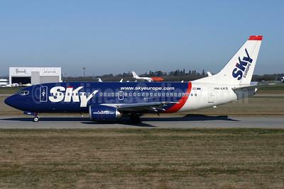 SkyEurope Airlines (Hungary) Boeing 737-33V HA-LKS (msn 29334) STN (Antony J. Best). Image: 903420.