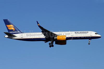 Icelandair Boeing 757-208 WL TF-FIJ (msn 25085) LHR (Antony J. Best). Image: 900155.