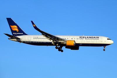 Icelandair Boeing 767-319 ER WL TF-ISO (msn 29388) JFK (Jay Selman). Image: 403143.
