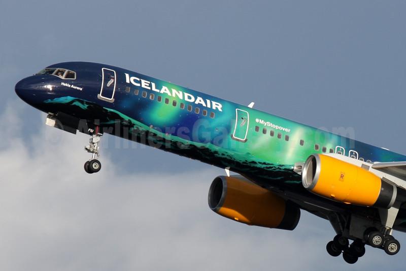 Icelandair Boeing 757-256 WL TF-FIU (msn 26243) (Northern Lights - Aurora Borealis) LHR (Antony J. Best). Image: 926152.