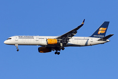 Icelandair Boeing 757-23N WL TF-FIC (msn 30735) IAD (Brian McDonough). Image: 942872.