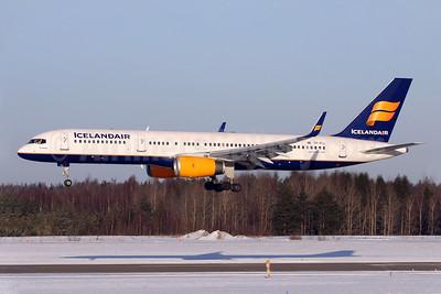 Icelandair Boeing 757-208 WL TF-FIJ (msn 25085) ARN (Stefan Sjogren). Image: 900154.