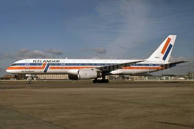 Icelandair-Air Holland Boeing 757-27B PH-AHE (msn 24135) (Air Holland colors) LHR (SPA). Image: 929829.