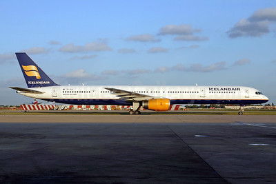 Icelandair Boeing 757-308 TF-FIX (msn 29434) LHR (SPA). Image: 940604.