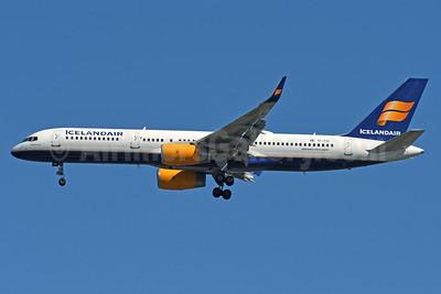 Icelandair Boeing 757-256 WL TF-FIA (msn 29310) JFK (Fred Freketic). Image: 937797.