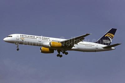 Loftleidir Icelandic (2nd) Boeing 757-225 TF-LLZ (msn 22691) LGW (Richard Vandervord). Image: 924758.