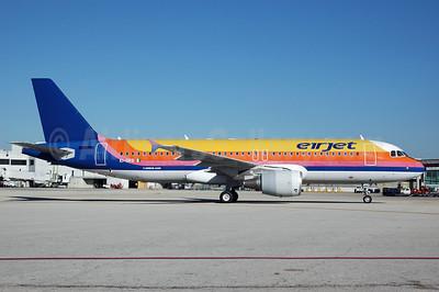 Eirjet Airbus A320-214 EI-DKG (msn 1390) (Air Jamaica colors) MIA (Bruce Drum). Image: 100392.