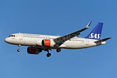 Scandinavian Airlines-SAS (Ireland) Airbus A320-251N WL EI-SII (msn 8566) LHR (Rolf Wallner). Image: 948284.