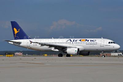 Air One Airbus A320-215 EI-DSK (msn 3328) MXP (Richard Vandervord). Image: 903662.