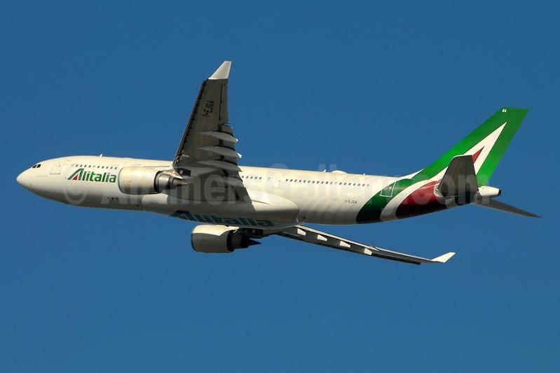Alitalia (3rd) (Societa Aerea Italiana) Airbus A330-202 I-EJGA (msn 825) FCO (Marco Finelli). Image: 937165.