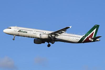 Alitalia (3rd) (Societa Aerea Italiana) Airbus A321-112 I-BIXP (msn 583) LHR (SPA). Image: 940944.