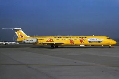 Alitalia's 2000 yellow Renault Scenic logo jet