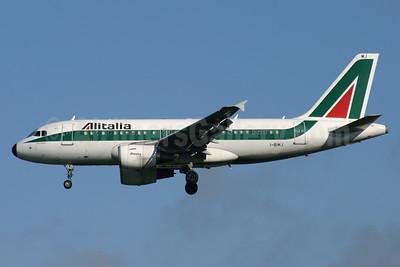 Alitalia (1st) (Linee Aeree Italiane) Airbus A319-112 I-BIMJ (msn 1779) LGW (Antony J. Best). Image: 900817.