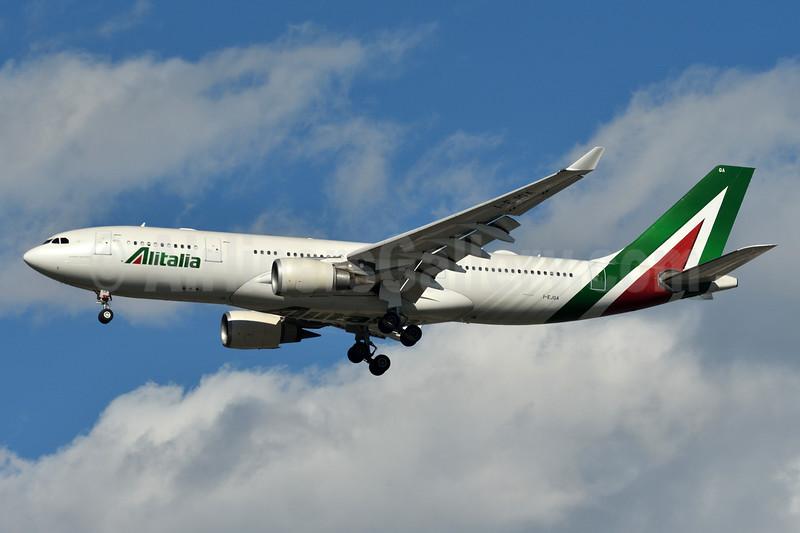 Alitalia (3rd) (Societa Aerea Italiana) Airbus A330-202 I-EJGA (msn 825) JFK (Fred Freketic). Image: 937269.
