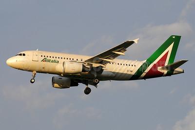 Alitalia (3rd) (Societa Aerea Italiana) Airbus A319-112 EI-IMI (msn 1745) FCO (Marco Finelli). Image: 936913.