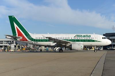 Alitalia (3rd) (Societa Aerea Italiana) Airbus A319-111 EI-IMT (msn 5018) AMS (Ton Jochems). Image: 935813.