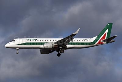 Alitalia CityLiner Embraer ERJ 190-100 EI-RNC (msn 19000503) LCY (Rolf Wallner). Image: 948280.