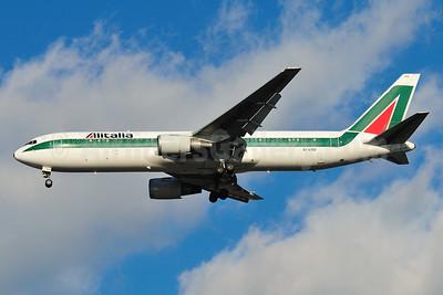 Alitalia (1st) (Linee Aeree Italiane) Boeing 767-3Q8 ER EI-CRD (msn 26259) JFK (Ken Petersen). Image: 901324.