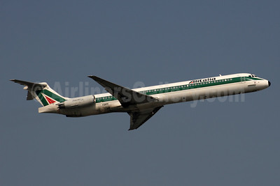 Alitalia (1st) (Linee Aeree Italiane) McDonnell Douglas DC-9-82 (MD-82) I-DATF (msn 53224) LHR (SPA). Image: 954426.