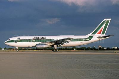 Alitalia (1st) (Linee Aeree Italiane) Airbus A300B4-203 I-BUSL (msn 173) LHR (SPA). Image: 951922.