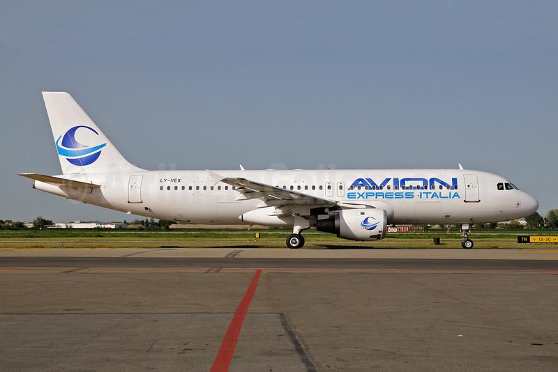 Avion Express Italia Airbus A320-212 LY-VEX (msn 375) BLQ (Lucio Alfieri). Image: 906271.