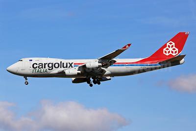 Cargolux Italia Boeing 747-4R7F LX-YCV (msn 35805) STN (Keith Burton). Image: 940025.