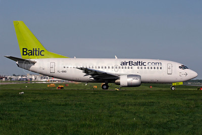 airBaltic (airBaltic.com) Boeing 737-522 YL-BBQ (msn 26691) LGW (Antony J. Best). Image: 901994.