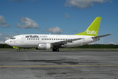 airBaltic (airBaltic.com) Boeing 737-548 YL-BBG (msn 24919) RIX (Ton Jochems). Image: 954326.