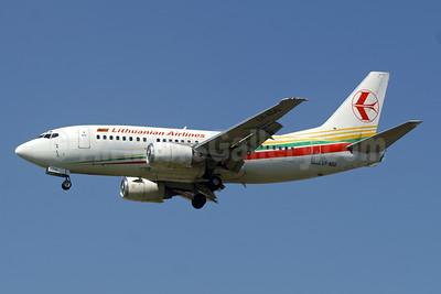 Lithuanian Airlines Boeing 737-524 LY-AGQ (msn 26339) LGW (Paul Denton). Image: 941533.