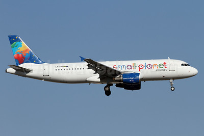 Small Planet Airlines (Lithuania) Airbus A320-214 LY-SPH (msn 883) AYT (Andi Hiltl). Image: 938645.
