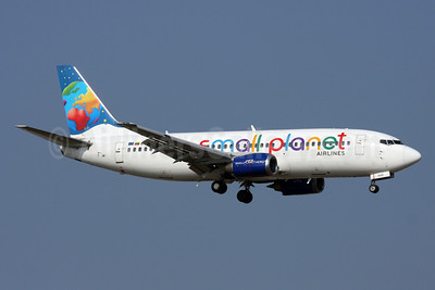 Small Planet Airlines (Lithuania) Boeing 737-322 LY-AQX (msn 24664) AYT (Andi Hiltl). Image: 911947.