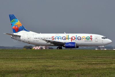 Small Planet Airlines (Lithuania) Boeing 737-382 LY-FLH (msn 25161) MXP (Richard Vandervord). Image: 905469.