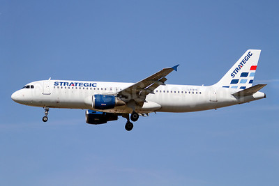 Strategic Airlines (Luxembourg) Airbus A320-212 LX-STC (msn 420) LGW (Keith Burton). Image: 909472.