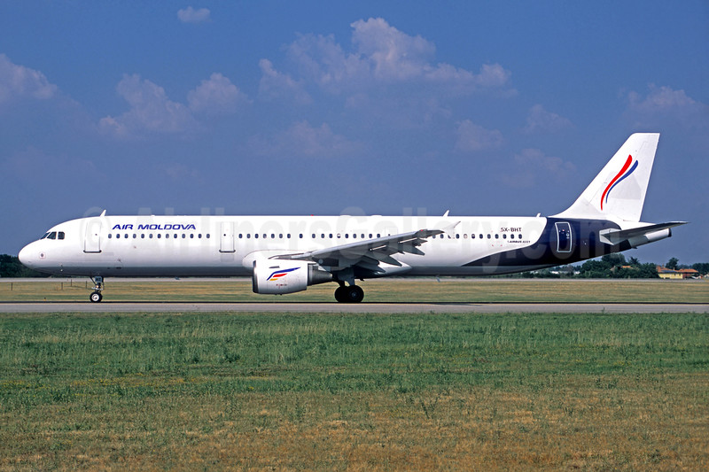 Air Moldova (Hermes Airlines) Airbus A321-211 SX-BHT (msn 666) (hybrid livery) (Jacques Guillem Collection). Image: 938218.
