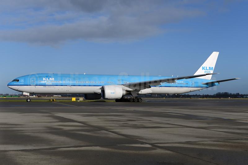 KLM Asia (KLM Royal Dutch Airlines) Boeing 777-306 ER PH-BVB (msn 36145) AMS (Ton Jochems). Image: 926019.