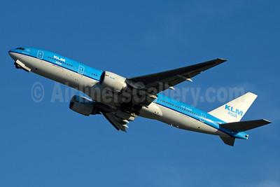KLM Asia (KLM Royal Dutch Airlines) Boeing 777-206 ER PH-BQM (msn 34712) JFK (Jay Selman). Image: 403157.