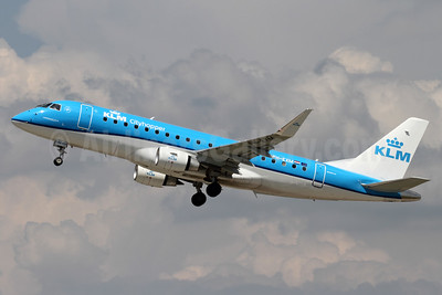 KLM Cityhopper Embraer ERJ 170-200STD (ERJ 175) PH-EXM (msn 17000639) ZRH (Andi Hiltl). Image: 938236.